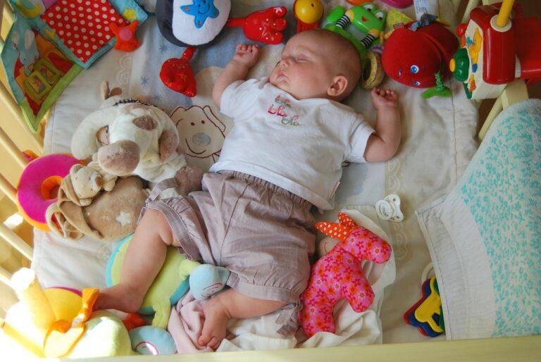Jak zapewnić komfortowy sen małemu dziecku?