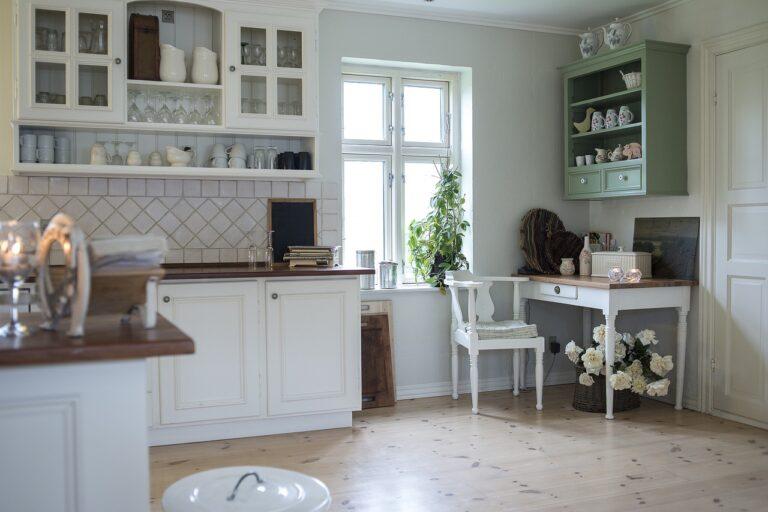 Skuteczne sposoby na przechowywanie w małym mieszkaniu