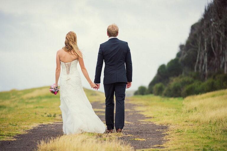 Popularne fasony sukienek ślubnych – co króluje na weselach?