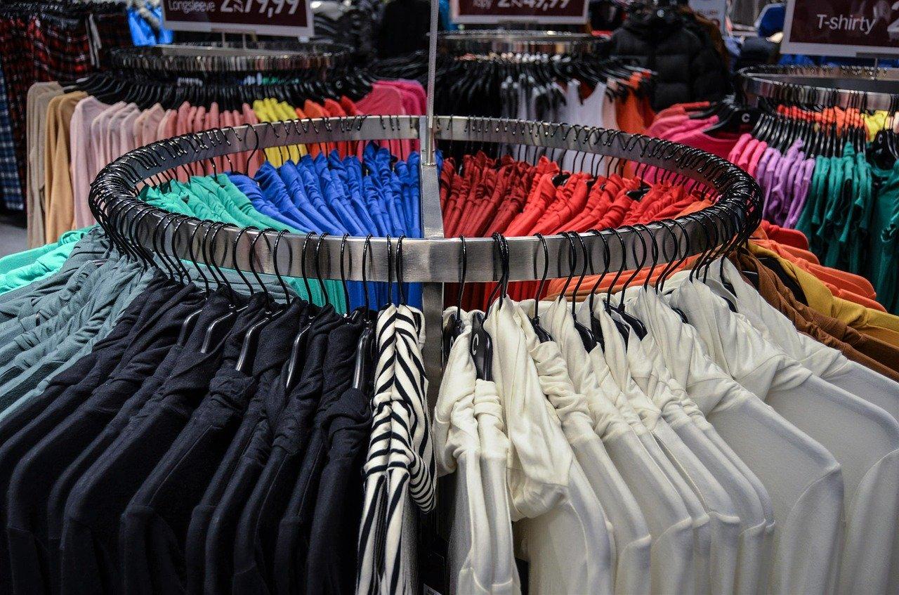Co zawiera oferta hurtownia odzieży damskiej?