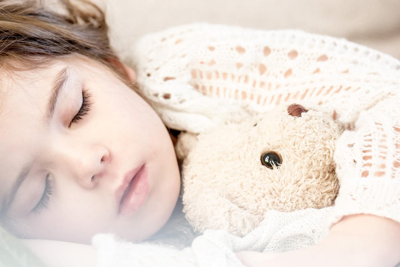 3 zalety łóżka drewnianego w pokoju dziecka