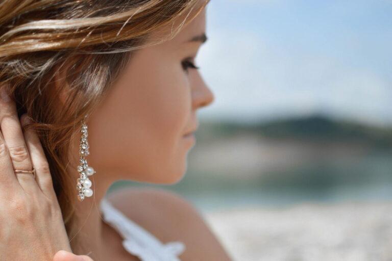 Jak wybrać damską biżuterię na prezent?