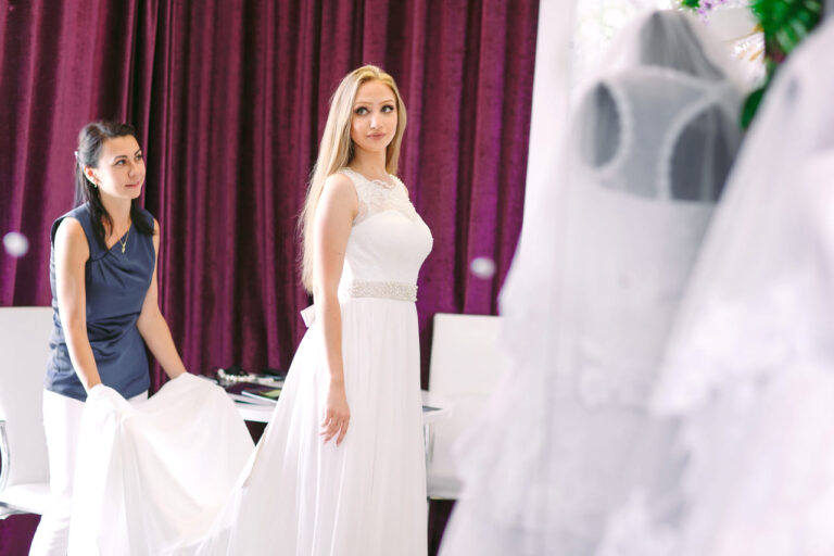 Wybierz salon sukien ślubnych, który spełni wszystkie Twoje oczekiwania!