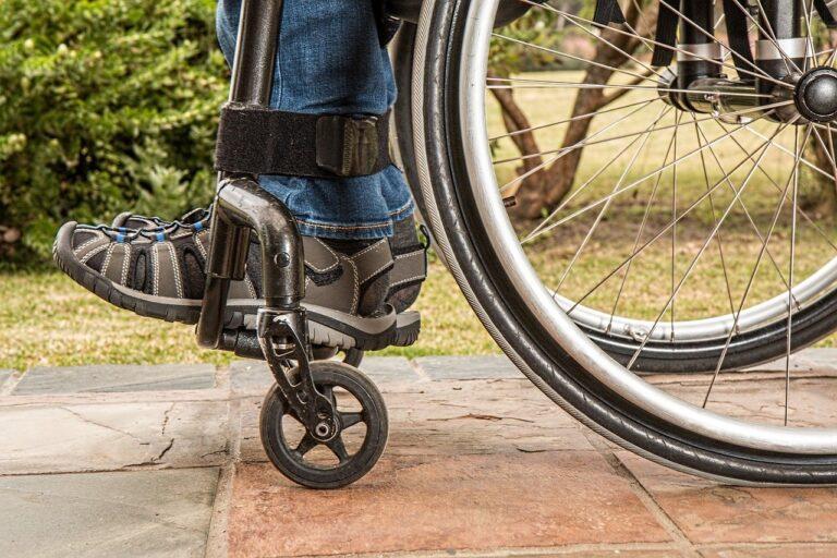 Sprzęt rehabilitacyjny – dlaczego warto go wypożyczać?